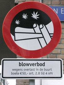 Amsterdam sells no toking signs