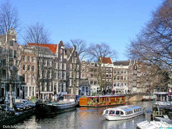 When the trees are bare it's much easier to see the beautiful gables, such as here on Prinsengracht. Copyright: Anton Hein