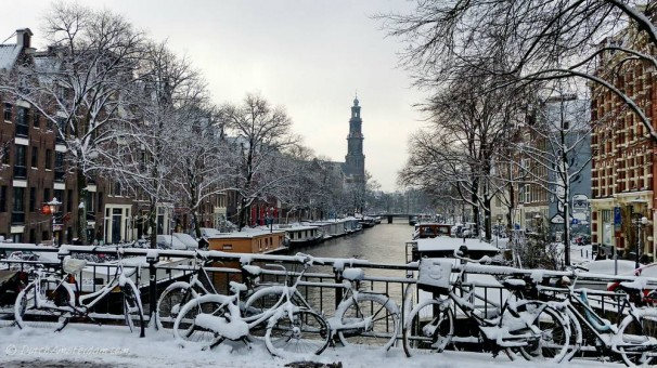 The Prinsengracht, with the Westertoren, in the snow -- January, 2013