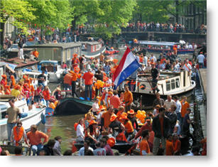 Amsterdam: Prinsengracht on Queen's Day