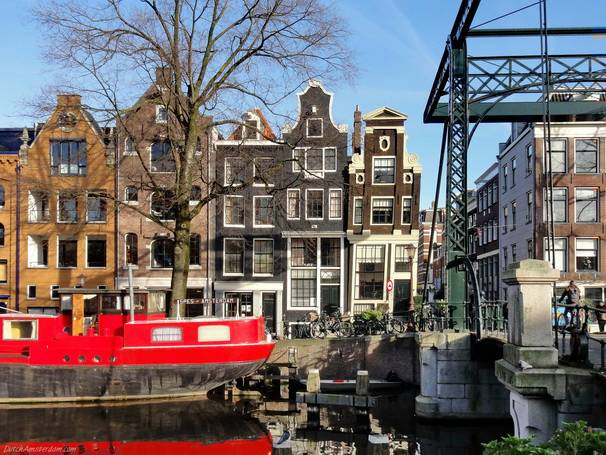 The leaning house at the corner of Brouwersgracht and Binnen Oranjestraat dates from about 1650